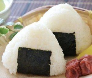 Onigiri, polpetta di riso: la vera e semplice ricetta giapponese