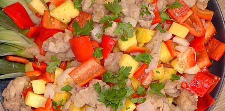 La prova del cuoco maiale in agrodolce