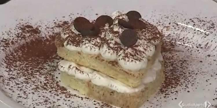 Cotto e mangiato cuore panna e cioccolato