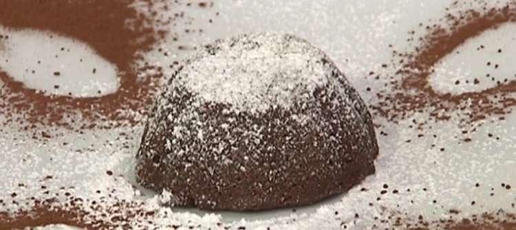 Cotto e mangiato tortino di cioccolato dal cuore morbido