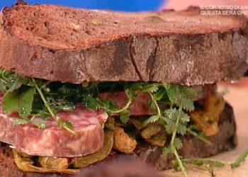 La prova del cuoco pane rosso con salame