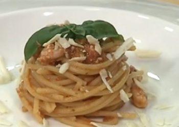 Cotto e mangiato spaghetti al pesto di pomodoro