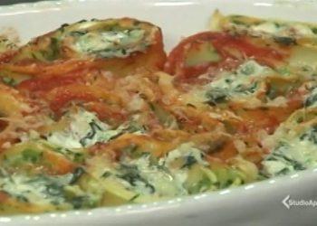 Cotto e mangiato rotolo ricotta e spinaci